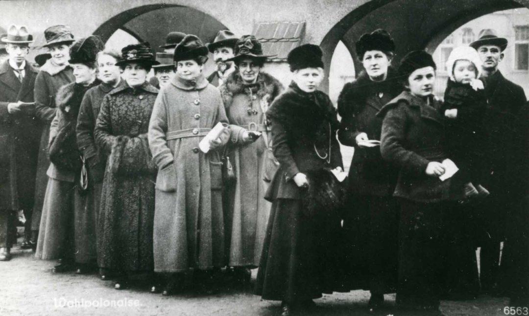 1918 Frauen erhalten das aktive und passive Wahlrecht